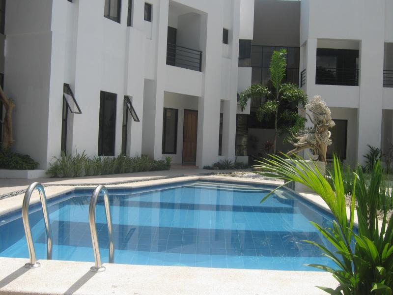 Villa with Pool - Modern White Villa with Pool & maids Service - Davao - rentals