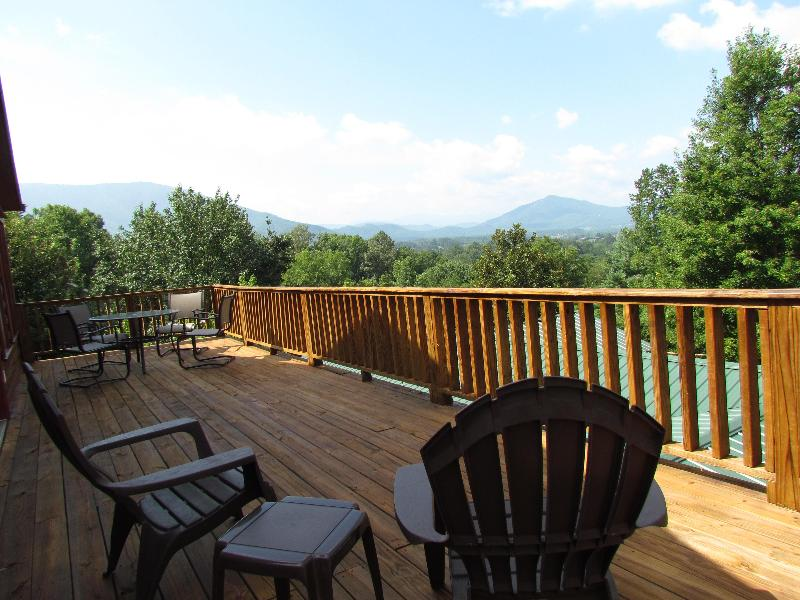 FOUR SEASONS VIEW SUITE VIEW - COUPLES GETAWAY W/ STUNNING VIEWS and MORE - Wears Valley - rentals