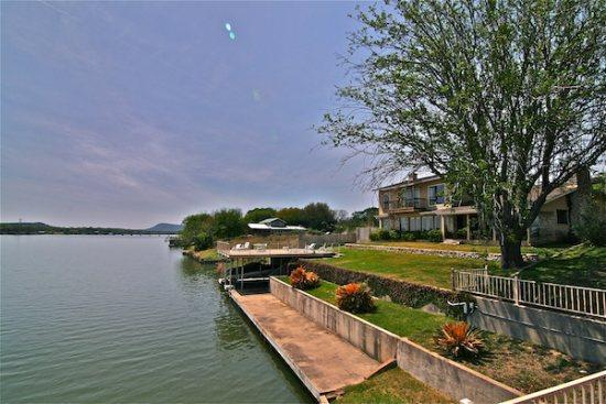 Llano Vista Luxury Lake LBJ Vacation Rental - Llano Vista Luxury Waterfront Rental Home - Kingsland - rentals