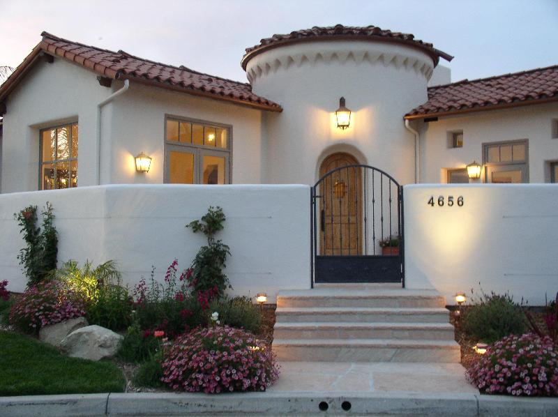 Front entry - Santa Barbara-style luxury in quiet neighborhood - Santa Barbara - rentals