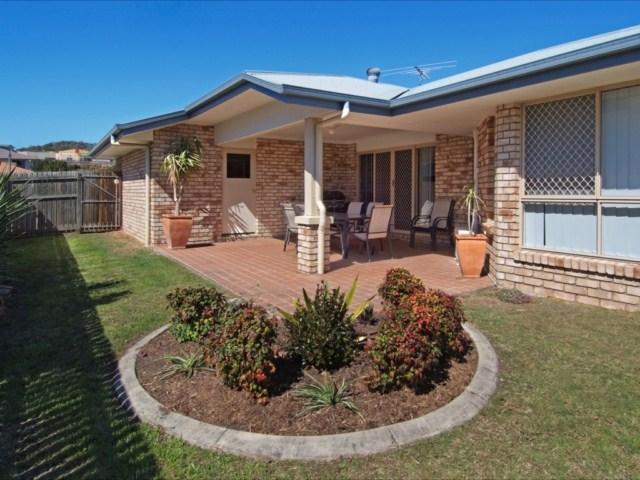 Great backyard for kids - Kidman Place - 2 living/4 bed/2 bath home, Keperra - Brisbane - rentals