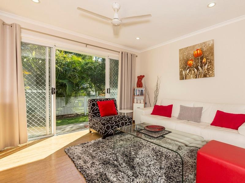 Spacious and modern interior, a really relaxing home for a short or long stay. - Graceville - 3br/2 bath townhouse retreat + pool - Brisbane - rentals