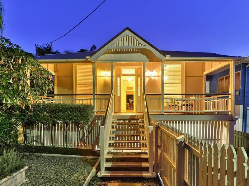 Stately Queenslander residence in East Brisbane has grace and charm - Classy East Brisbane residence in tropical garden - Brisbane - rentals