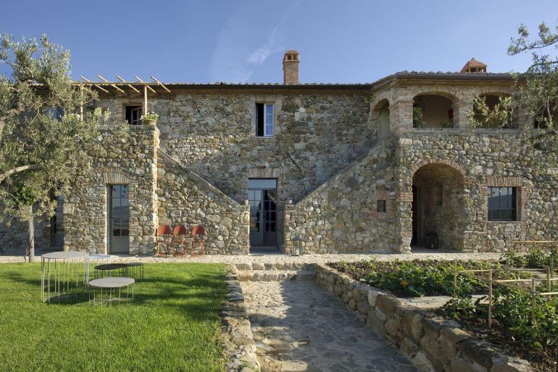 Tuscan Splendour- 9 bedroom Luxury Renovated House - Image 1 - Sarteano - rentals