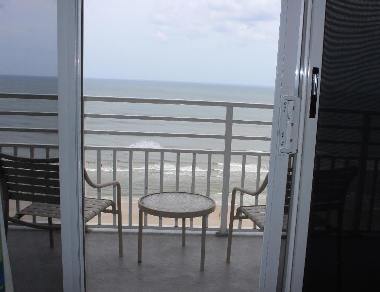 2 BR OC Front, Jacuzzi Suite Unit, Sleeps 10, $150 - Image 1 - Daytona Beach - rentals