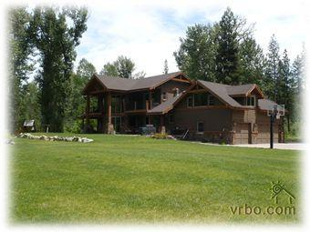 Back yard - Riverfront Mountain Lodge in Featherville - Mountain Home - rentals