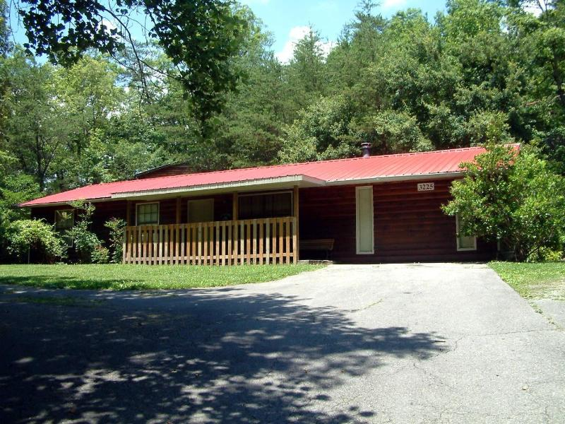 Front View - Andys Hideaway -4 Br 2 Ba 1 mile from Pigeon Forge - Pigeon Forge - rentals
