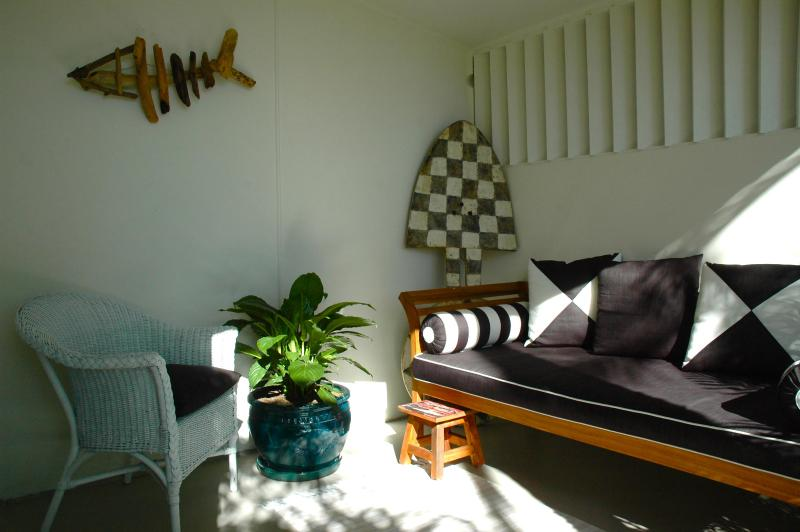 Front porch with daybed - Magnolia Cottage - Byron Bay - rentals