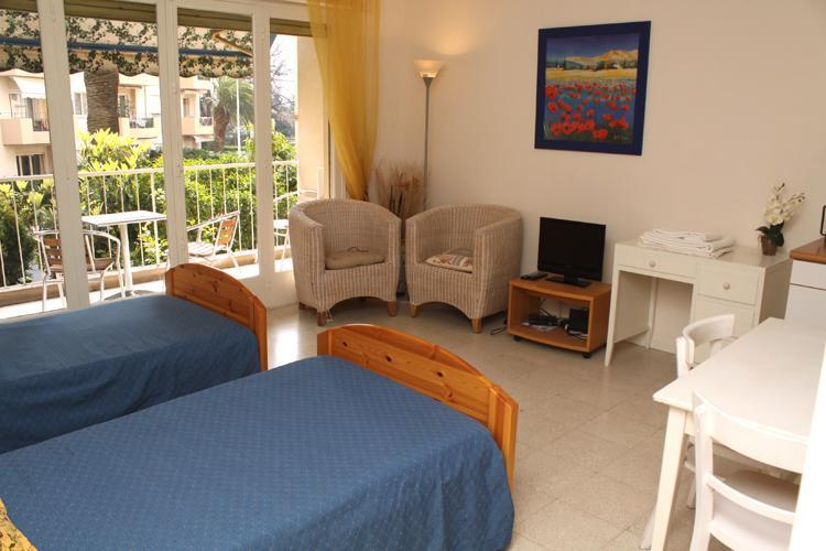 Victor Hugo Cezanne Vacation Rental with Balcony, in Cannes - Image 1 - Cannes - rentals