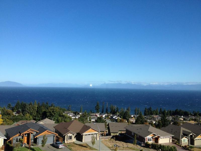 Window view - Great ocean view suite in North Nanaimo - Nanaimo - rentals
