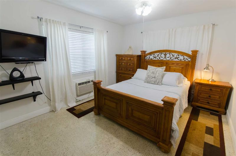 Elegant 1-BR apartment in Miami's Historic Roads Neighborhood - Image 1 - Miami - rentals