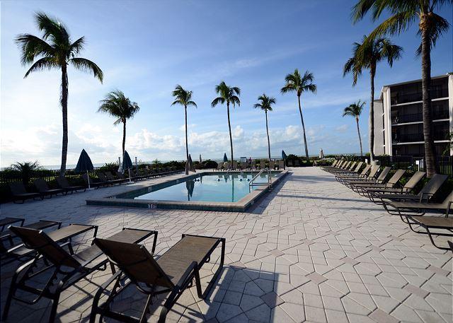 Pool - Courtyard view Sundial Beach Resort Condo - Sanibel Island - rentals