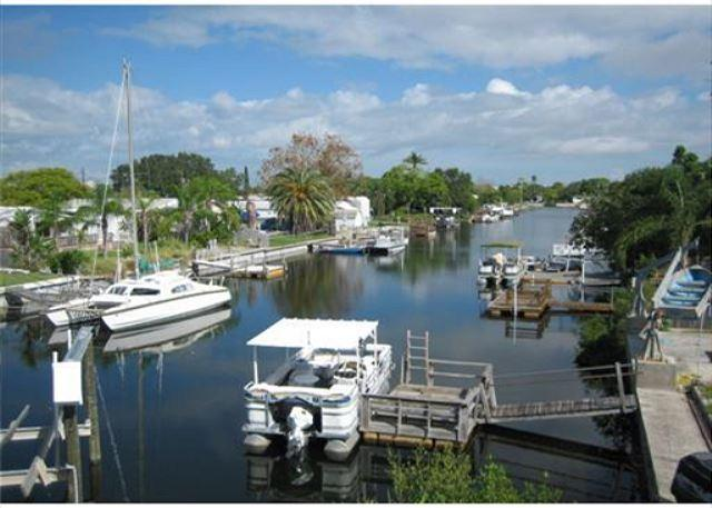 Canal - Beautiful Waterfront Property with Boat Lift. Minutes to The Gulf. - Hudson - rentals