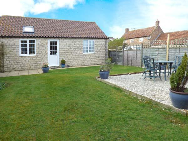 MIDSUMMER COTTAGE, detached, all ground floor, en-suite, parking, garden, in Pickering, Ref 904634 - Image 1 - Thornton-le-dale - rentals