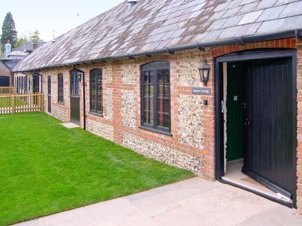 KEEPERS COTTAGE, pet-friendly single-storey cottage with en-suite, woodburner, Blandford Forum Ref 905895f - Image 1 - Turnworth - rentals