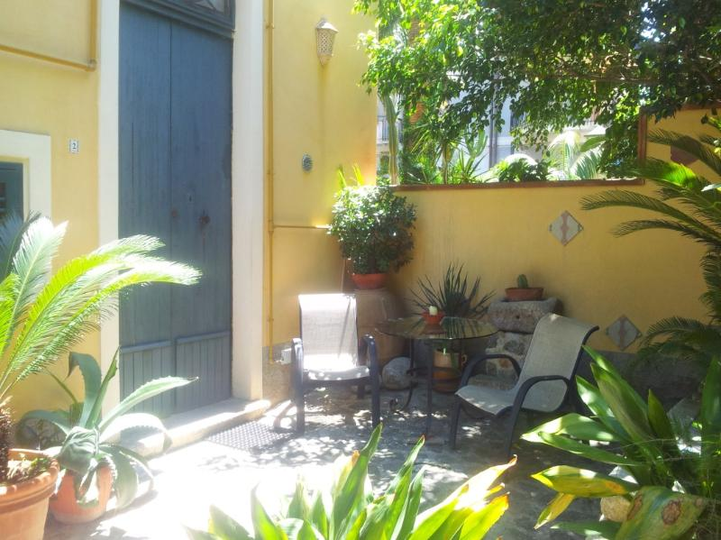 Graceful accomodation with garden in Tropea center - Image 1 - Tropea - rentals
