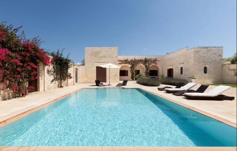 Inside courtyard and swimming pool. - Masseria Il Trullino - Carpignano Salentino - rentals