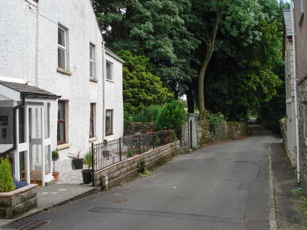 FOX BARN, in Lake District National Park with a south-facing patio, in Staveley, Ref 914299 - Image 1 - Staveley - rentals