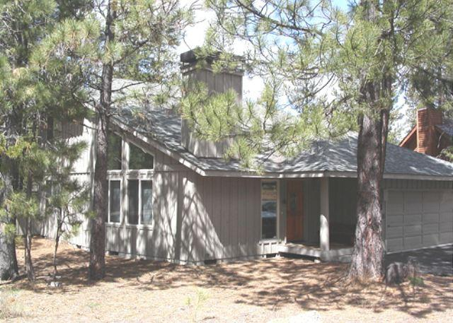 Walk to SHARC, Bikes, Fireplace, Close to Village Mall - Image 1 - Sunriver - rentals