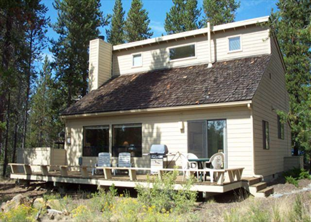 Private Hot Tub, Bikes, 10 Unlimited SHARC Passes, Large Deck - Image 1 - Sunriver - rentals
