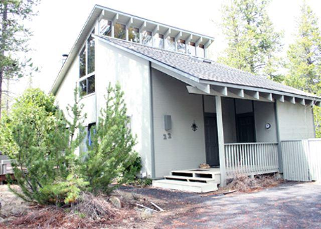 Close to SHARC, Private Hot Tub, Bikes, Loft, Pool Table, Large Deck - Image 1 - Sunriver - rentals