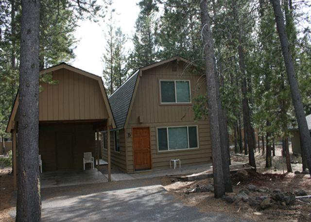 Beautifully Remodeled, 6 Unlimited SHARC Passes, Hot Tub - Image 1 - Sunriver - rentals