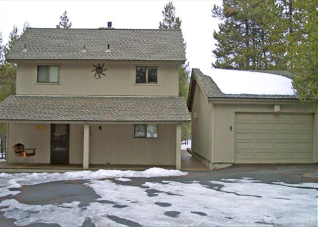 Close to Fort Rock Park, Private Hot Tub. 8 Unlimited SHARC Passes - Image 1 - Sunriver - rentals