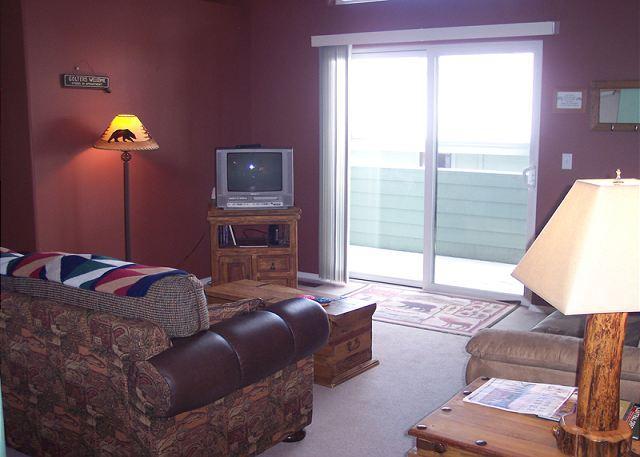 Located in Sunriver Business Park, HD TV, Seasonal  Pool & Hot Tub - Image 1 - Sunriver - rentals