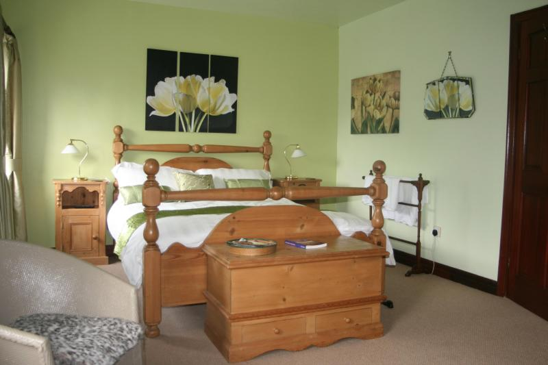 King Room - Large detached stone Barn with garden and Stream - Oxenhope - rentals