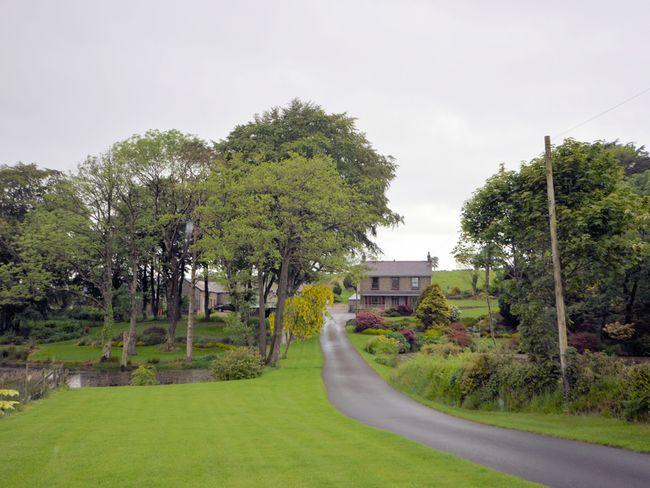 View towards the property with pond and private drive - TYCWM - Ciliau Aeron - rentals