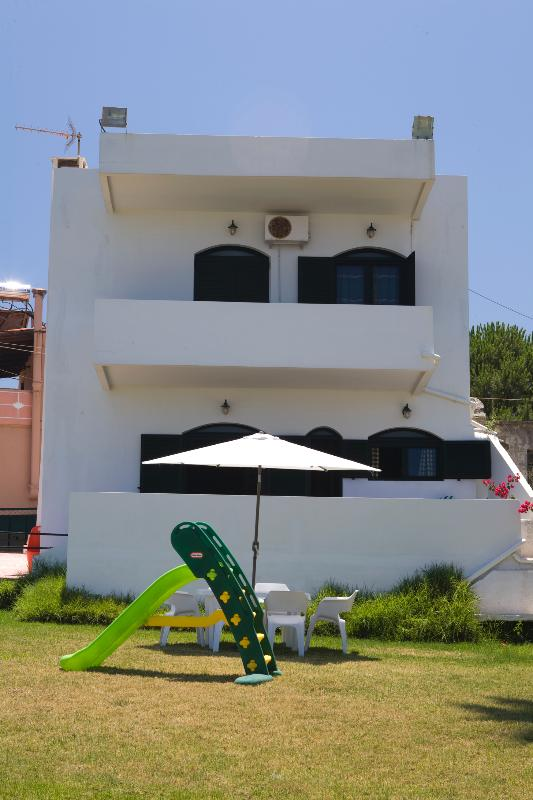 A two-flour trditional cottage of 120m2 with big balconies and marvellous sea front view - Traditional Sea Side Cottage in Chania - Chania - rentals