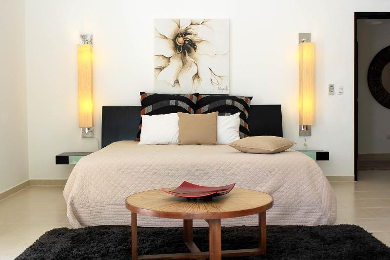 Luxurious master bedroom - Garden Penthouse in luxury beachfront Residence - Sosua - rentals
