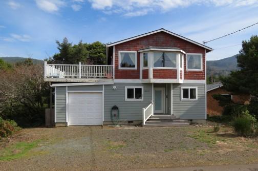 The Harvey's House on Beach Drive - Harvey's Beach House in Nedonna Beach - Rockaway Beach - rentals