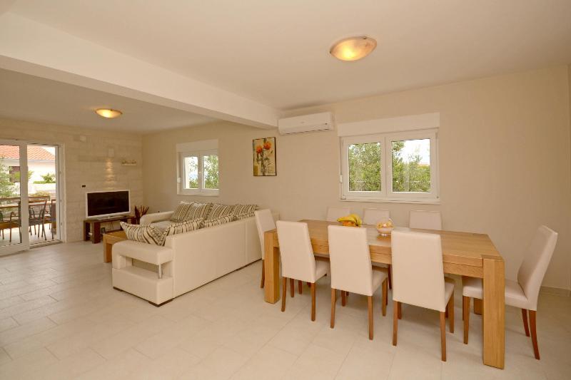 Villa Iva - V2491-K1 - Image 1 - Necujam - rentals