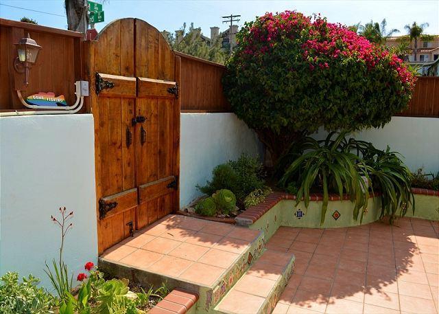 "Encinitas Coastline Charming ""Butterfly Cottage"" - Walking Distance to Beach - Image 1 - Encinitas - rentals"
