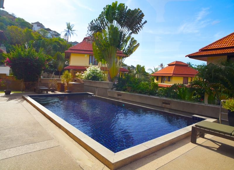 Pool with BBQ and lawn area - Ocean view 4 bedroom villa with private pool - Bophut - rentals
