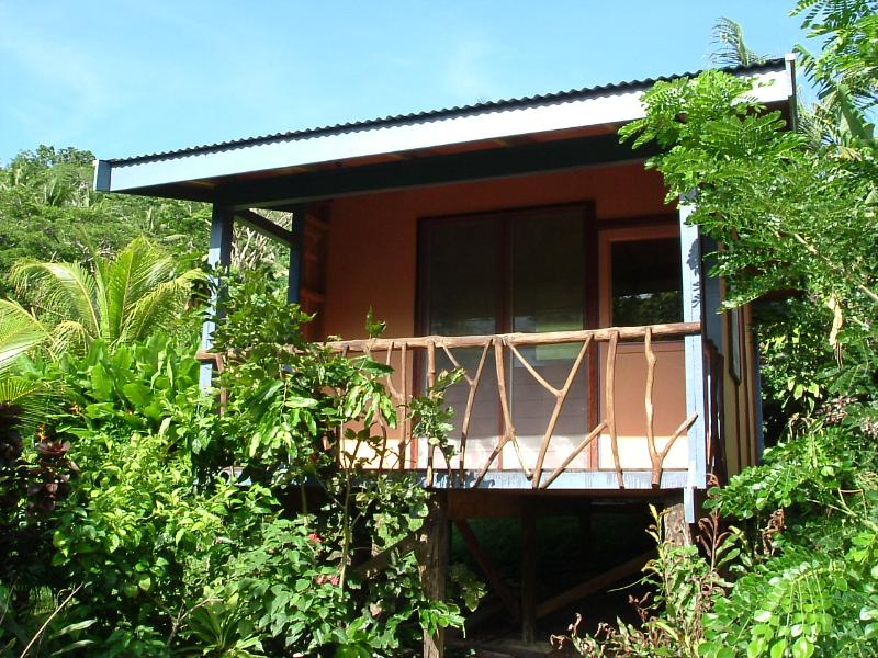 The Riversong - Riversong Cabin on the waters edge in an exotic ga - Savusavu - rentals