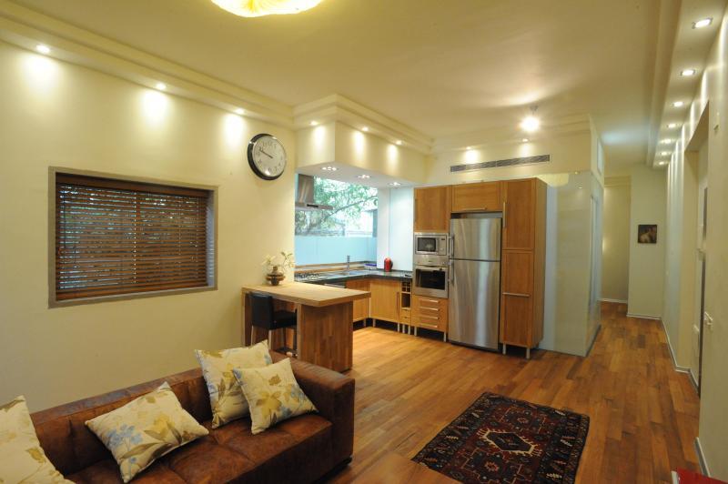 Living room with hard wooden floor - Luxury Central Vacation APT - Tel Aviv - rentals