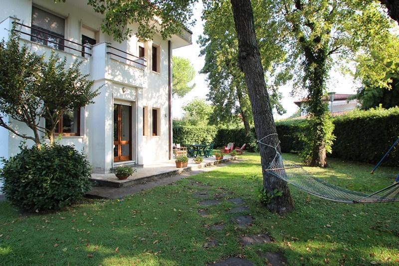 House in Forte dei Marmi with Garden - Image 1 - Forte Dei Marmi - rentals