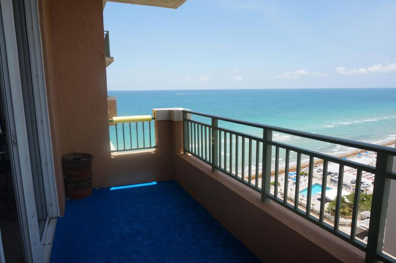 BALCONY VIEW - Gorgeous 2/2 Penthouse ON 17TH 2080 S Ocean Dr - Hallandale - rentals