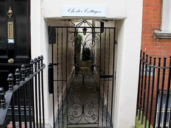 Beautiful mews house w/ garden off Sloane Square - Image 1 - London - rentals