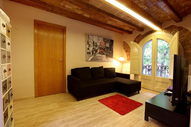 EIXAMPLE UNIVERSITAT COSY: 4bedrooms/1bathroom - Image 1 - Barcelona - rentals
