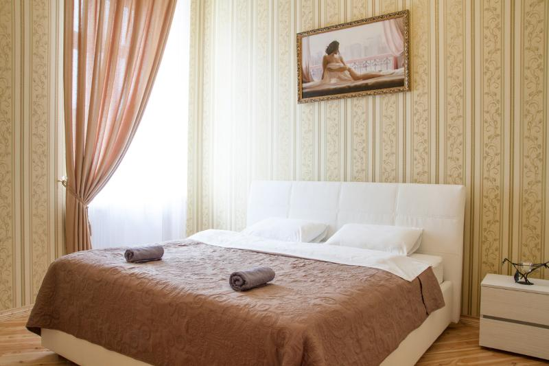Master Bedroom. Delux quality mattress for your comfort - Heart of Lviv - Delux 60sqm 1 bedrm - Lviv - rentals