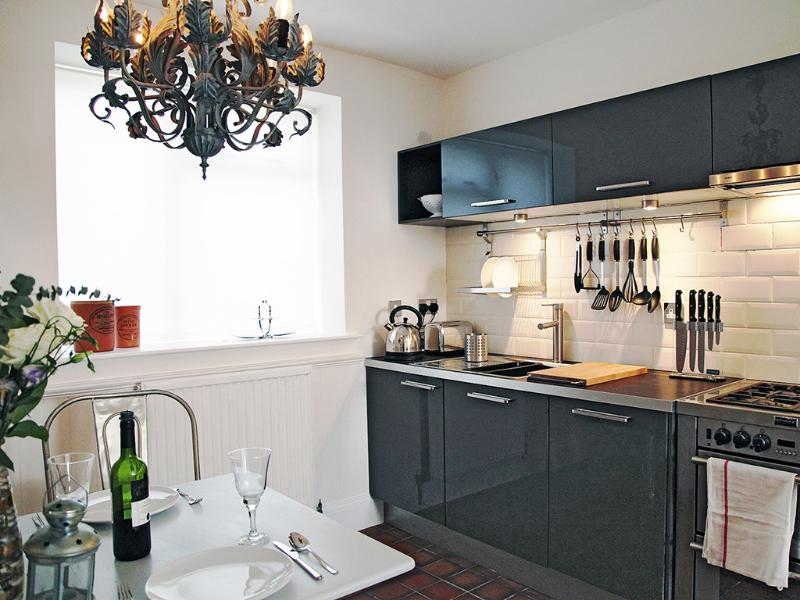 Modern kitchen/diner, seats 4 - Stones Throw, a romantic studio on the sea front. - Hastings - rentals