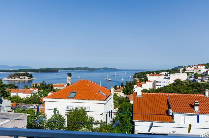 Apartments Ranka - 36541-A3 - Image 1 - Hvar - rentals