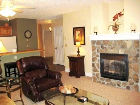 Hawks Peak Living Room with Gas Fireplace and Flat Screen - Hawks Peak - Boone - rentals