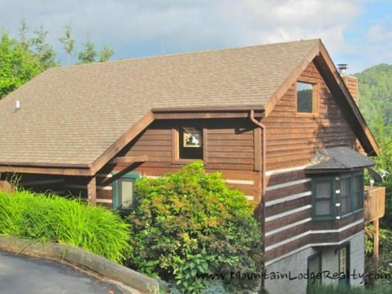 Grandfather View 4 Bedroom Log Cabin with Pool Table, Hot Tub and Nice Mountain Views - Grandfather View Cabin - Boone - rentals