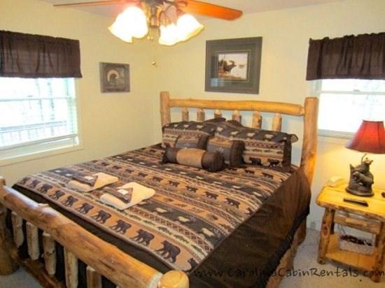 Beech Bear Retreat Log King Bed on Main Floor - Beech Bear Retreat - Beech Mountain - rentals