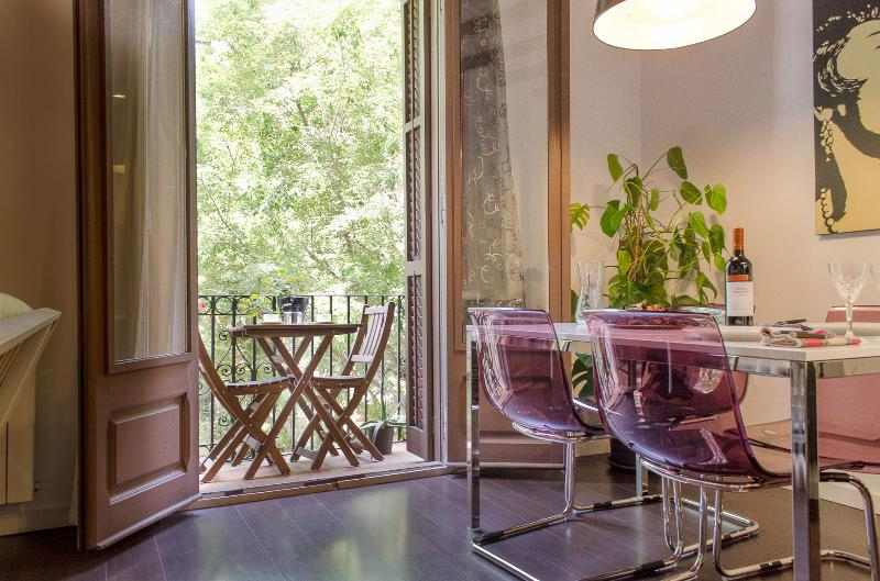 Balony and dining - 2 Bedrooms Spacious Barcelona Center Flat - Barcelona - rentals