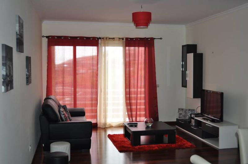 Living Room - Sea View Apartment, close to the beach and with free wifi - Canico - rentals